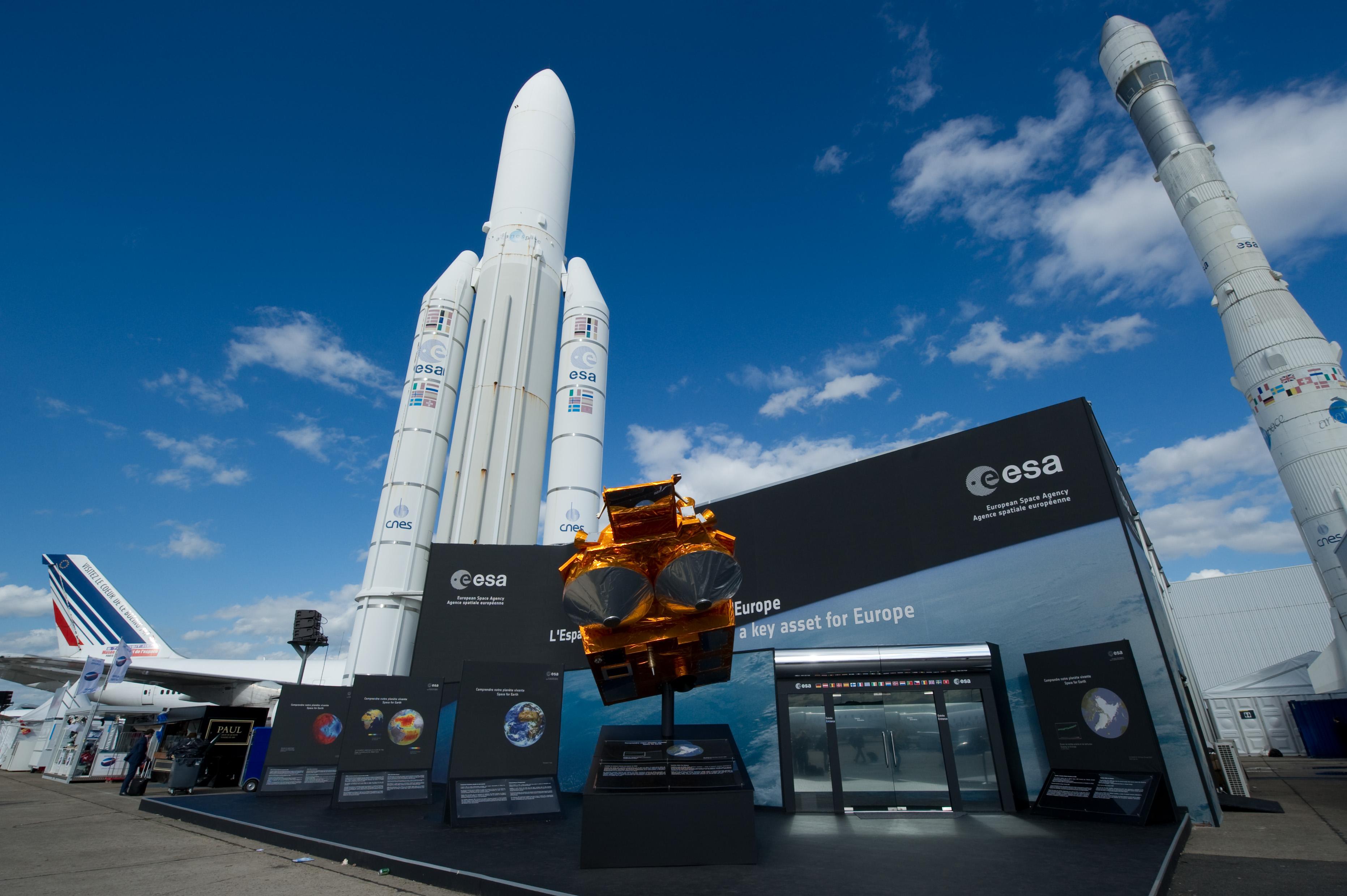 european space center - HD3726×2479