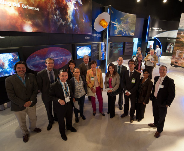 Fernando Doblas presents the ESA pavilion to Heads of Communication Department