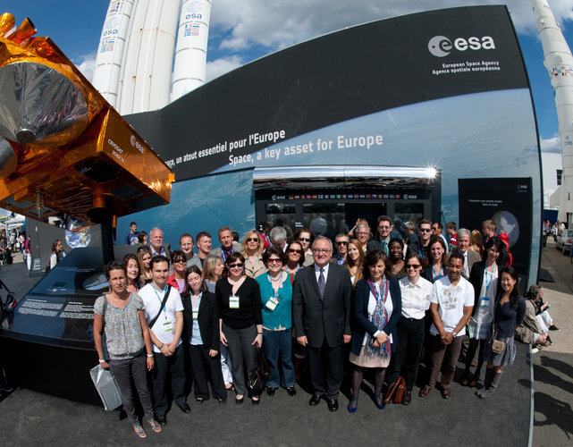 Jean-Jacques Dordain and ESA staffs in front of the ESA pavilion