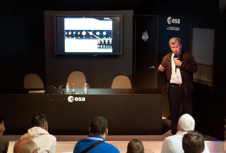 Jean-Pierre Lebreton presents the Cassini-Huygens mission to the public