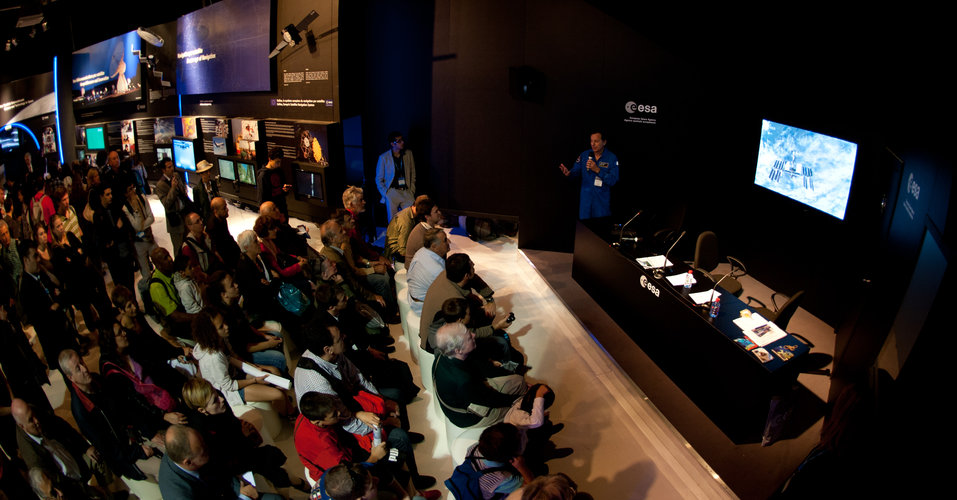 Michel Tognini presents Human Spaceglight missions to the public