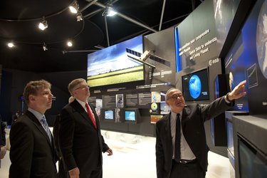 Peter Hintze and Jean-Jacques Dordain visit the ESA pavilion
