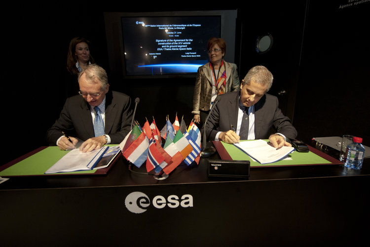 Signature of agreement to build IXV