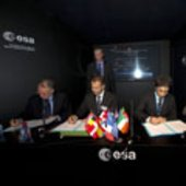 Signature of a contract for High Thrust Engine Project