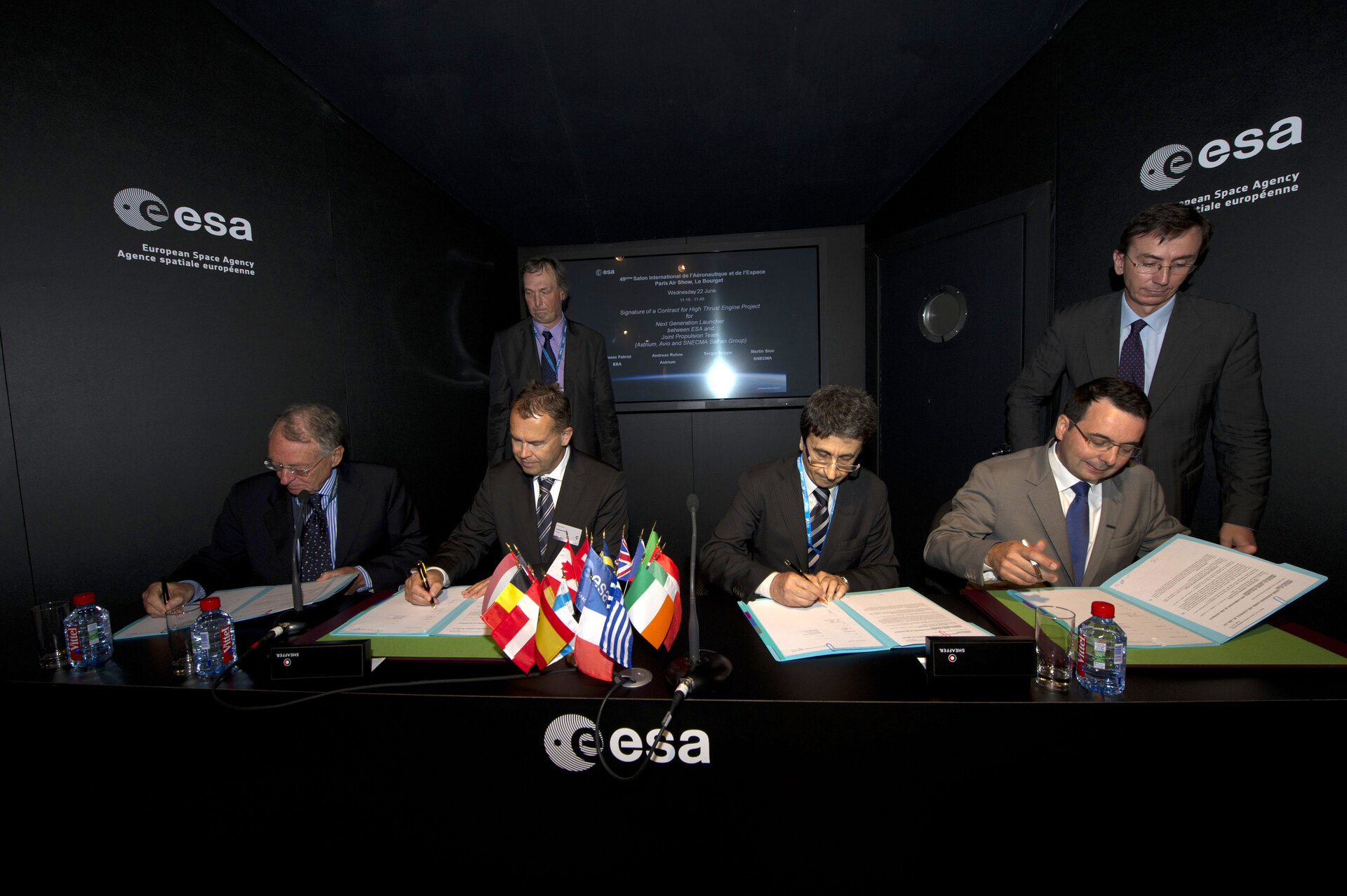 Signature of High-Thrust Engine contract