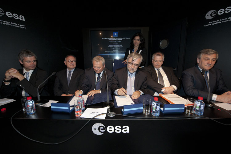 Signature of the Galileo Ground Mission Segment contract and Galileo Ground Control Segment Contract