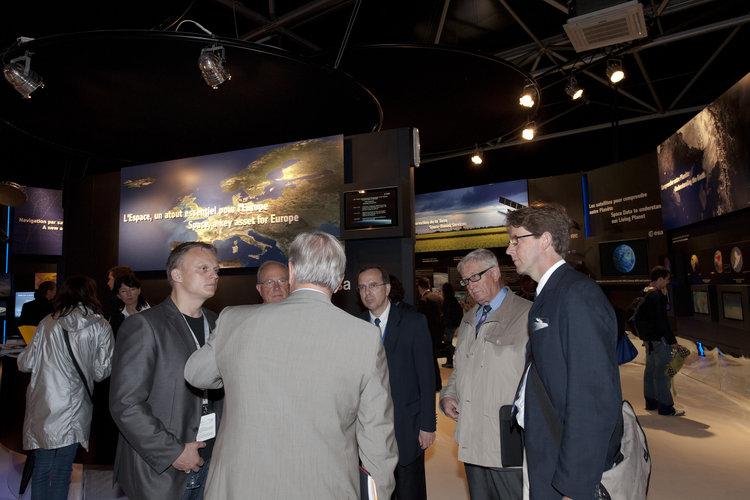 UEO Members visit the ESA pavilion