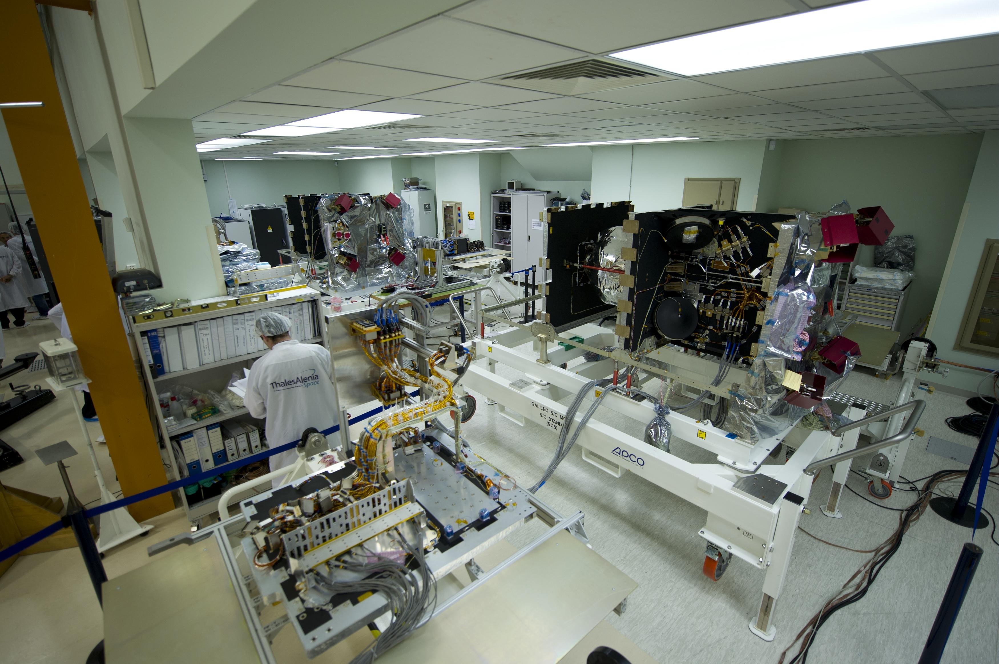 Битва гиперсозвездий спутников, связи, проект, группировки, спутниковой, больше, антенны, спутника, спутники, OneWeb, довольно, 1990х, всего, связь, орбите, спутник, пропускной, Starlink, более, спутниковых