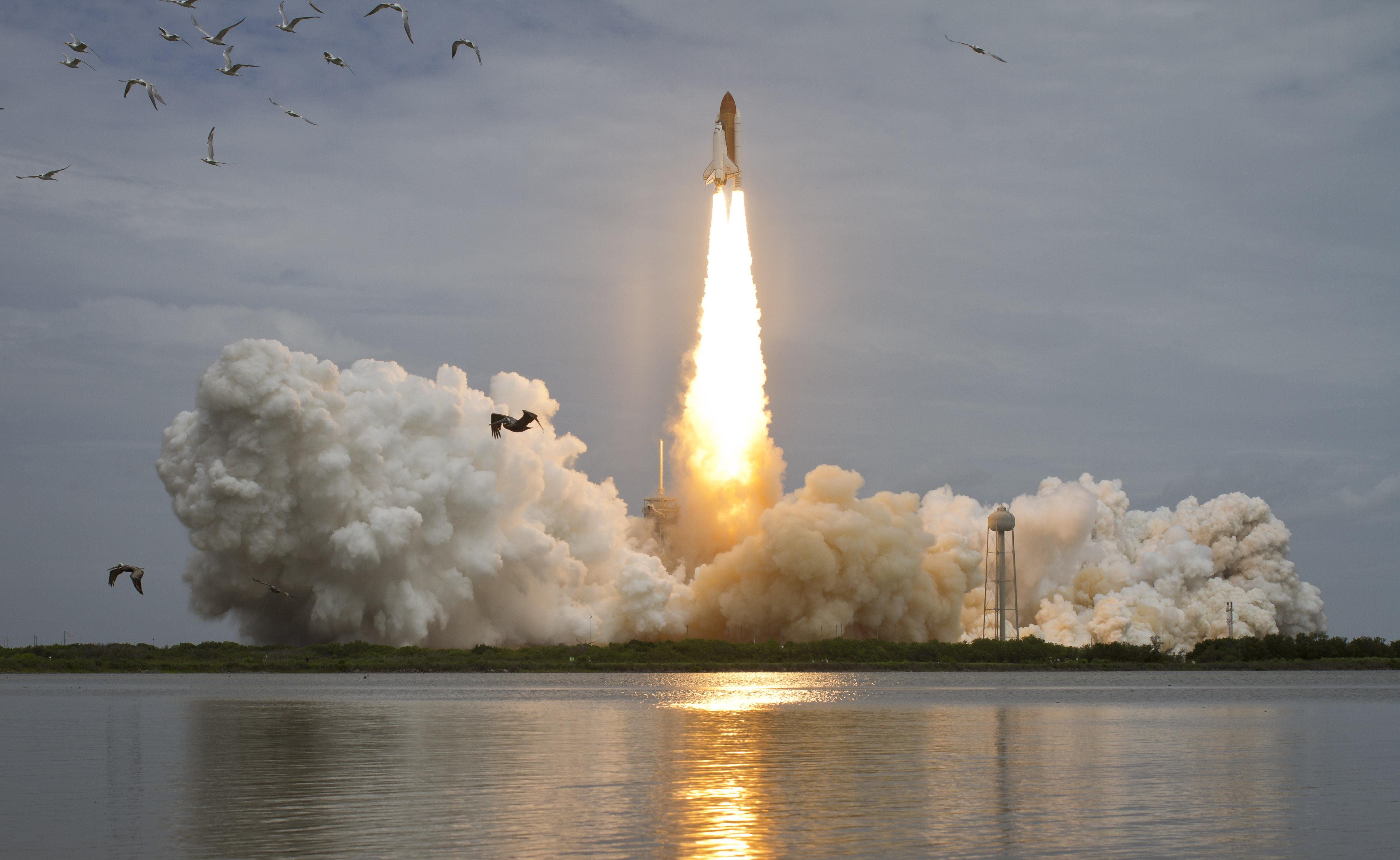 Space in Images - 2011 - 07 - Launch of the Space Shuttle ...