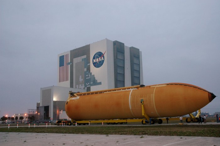 Space in Images - 2011 - 07 - Space Shuttle External Tank