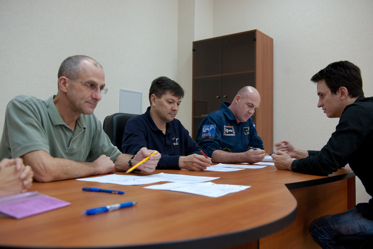 André Kuipers with Don Pettit and Oleg Kononenko during a training session at the GCTC
