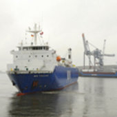 MN Toucan leaving Bremen harbour