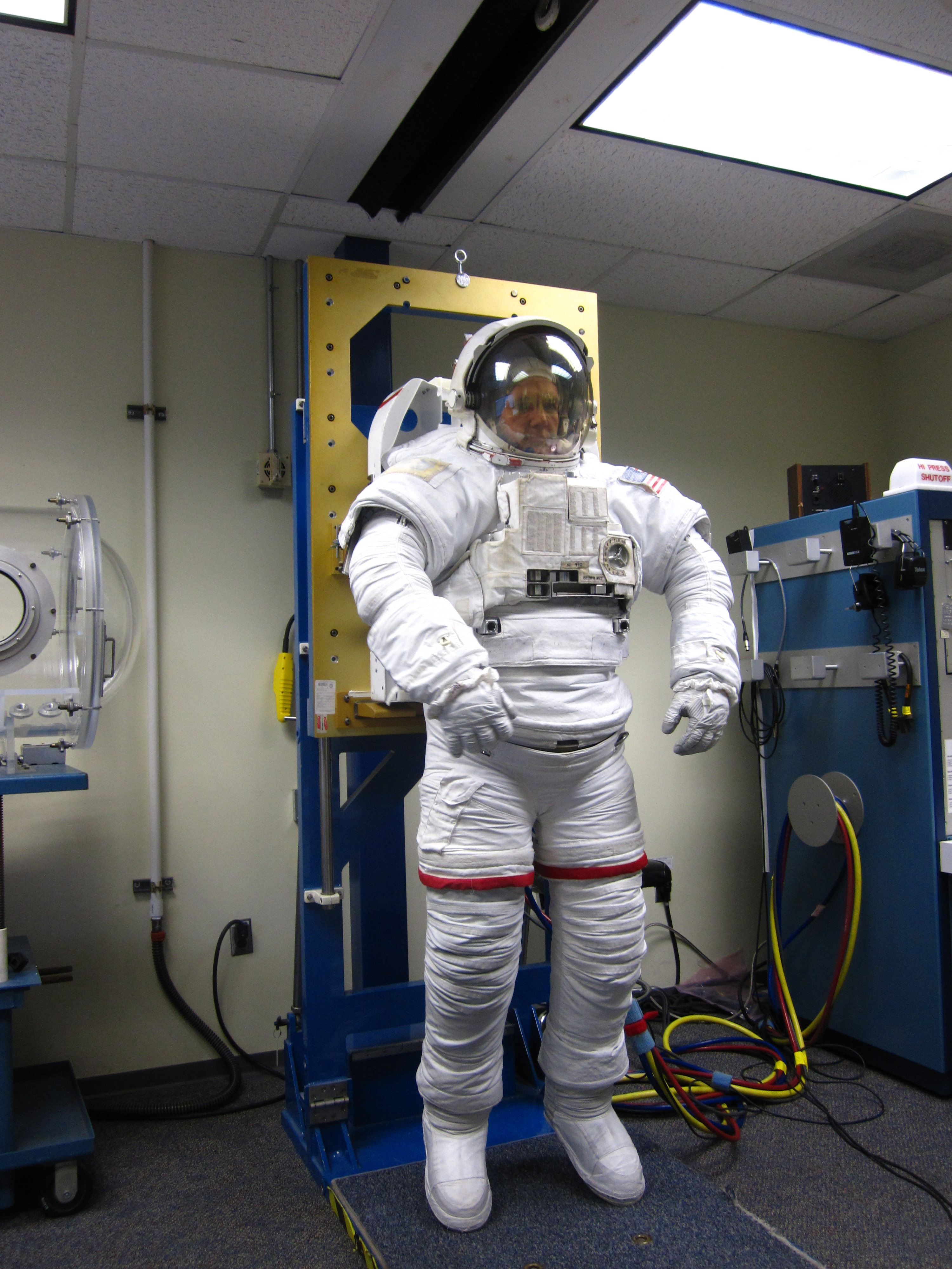 an interactive spacesuit experience nasa - HD3000×4000