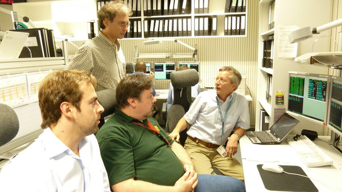 ERS-2 Operations Manager F. Diekmann discusses ERS-2 passivation with team at ESOC