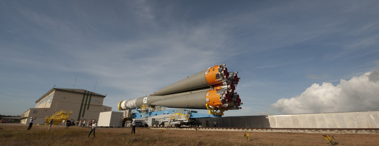 Soyuz VS01 transfer to launch zone