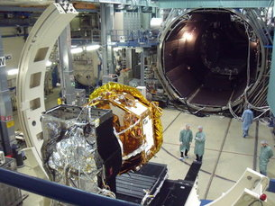 LISA Pathfinder about to enter the space environment vacuum test