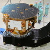 LISA Pathfinder with scientists in the clean room test environme