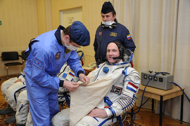Soyuz inspection and suit fit check
