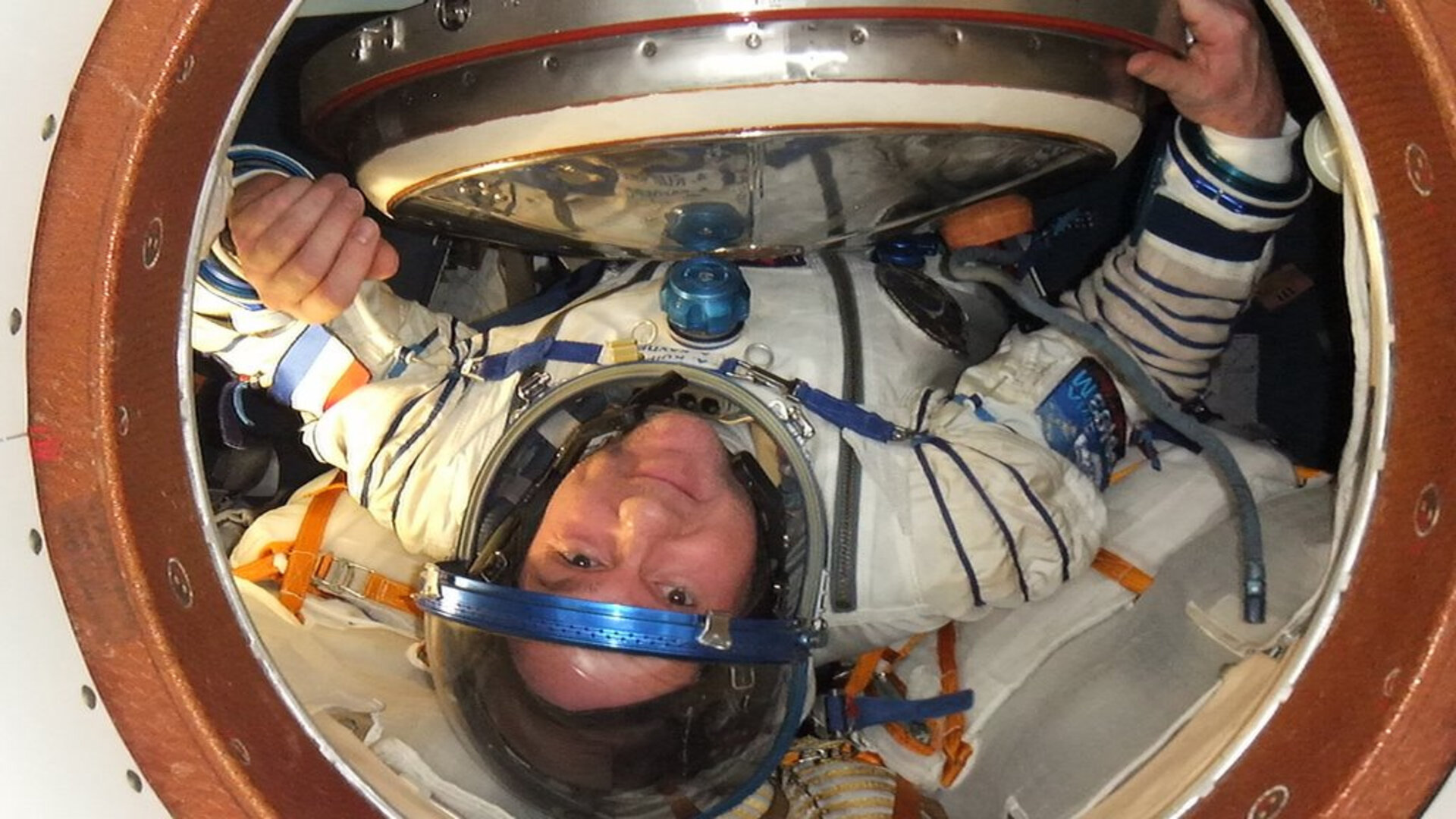 Andre Kuipers docks at the ISS