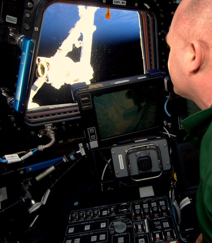 André Kuipers practicing with the robotic arm onboard the ISS