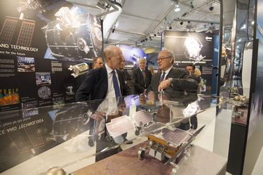 David Willetts visits the ESA exhibition with Jean-Jacques Dordain at Farnborough airshow, 10 July 2012