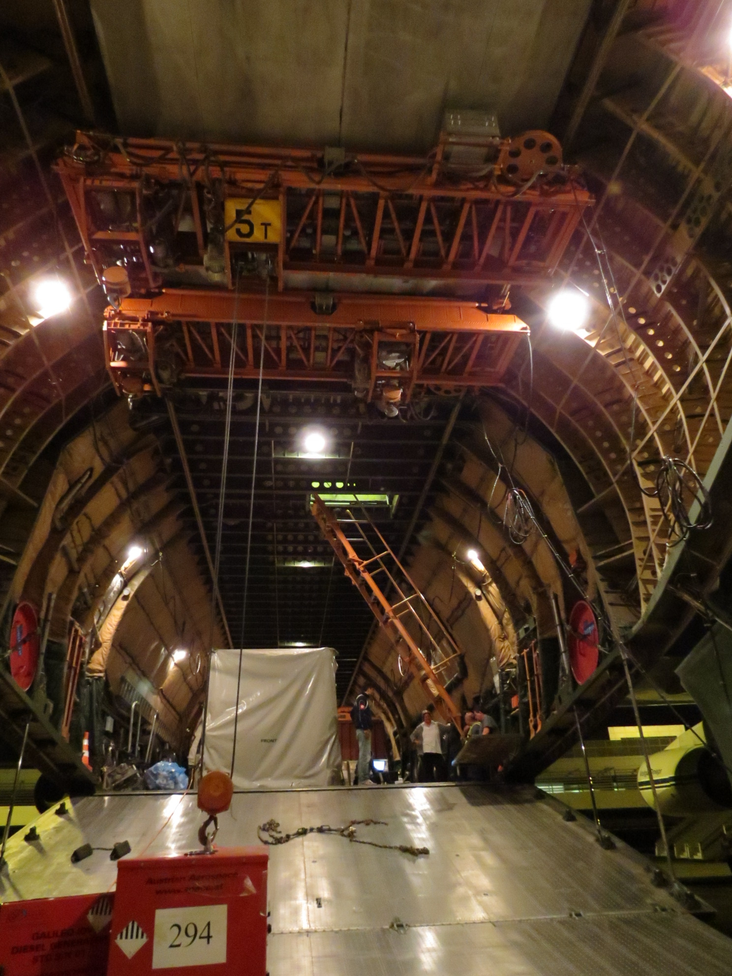 Space in images 2012 08 inside the antonov for Inside interieur