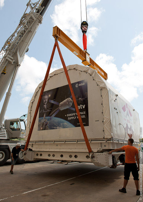 Space in Images - 2012 - 09 - ATV-4 arrives in Kourou