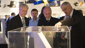 Joachim Rühle and Thomas Reiter visit the exhibition