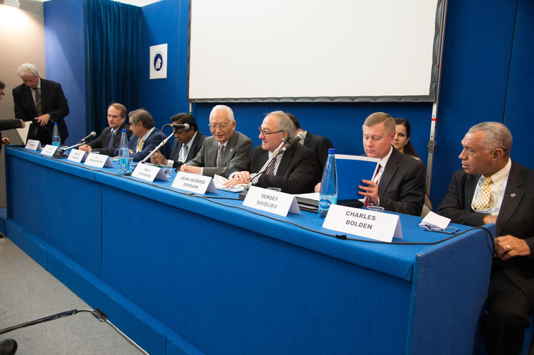 Heads of Space Agencies during the press conference at IAC, 1st October 2012