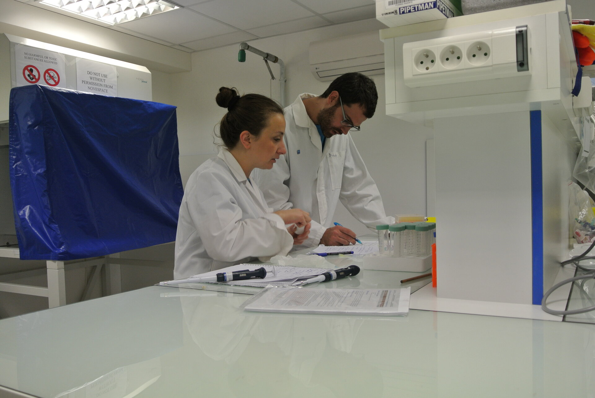 LINVforROS students with their experiment