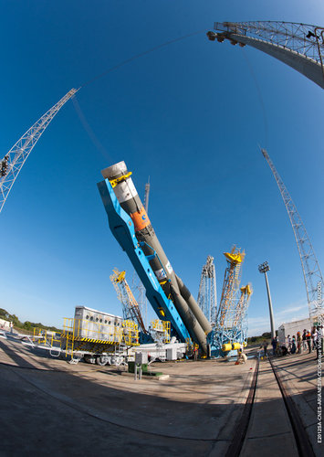 Soyuz raised onto pad