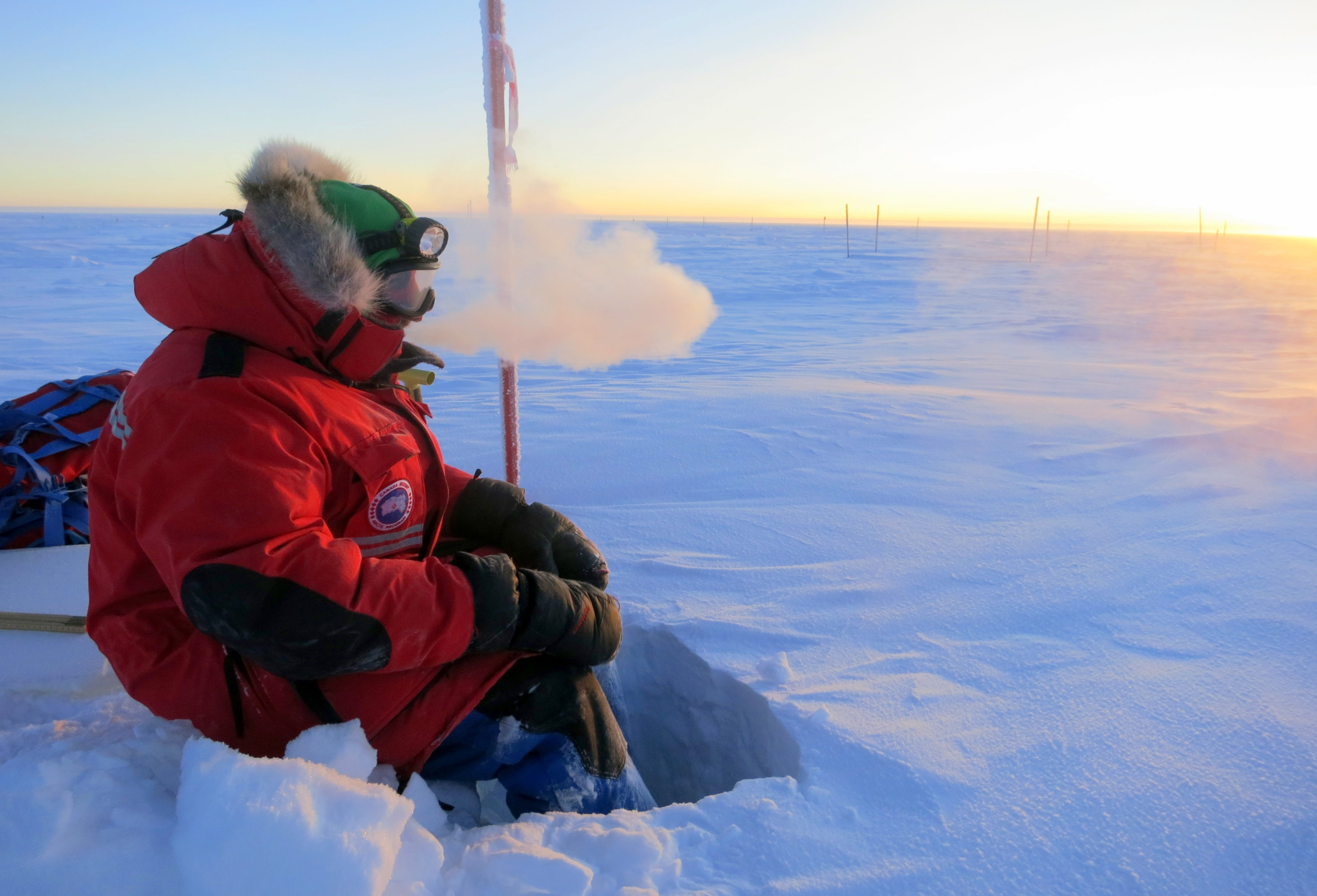 Space in Images - 2012 - 11 - Concordia crew in the cold