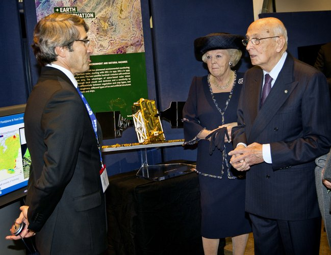 Visit of HM Queen Beatrix of the Netherlands and Italian President Giorgio Napolitano to ESTEC on 24 October 2012.