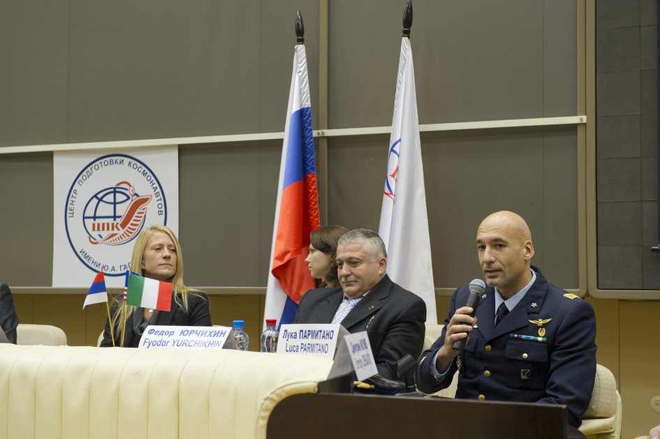 Luca talking at Soyuz TMA-07M press conference