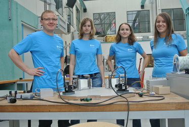 The GAGa DropT team with their experiment DYT 2012