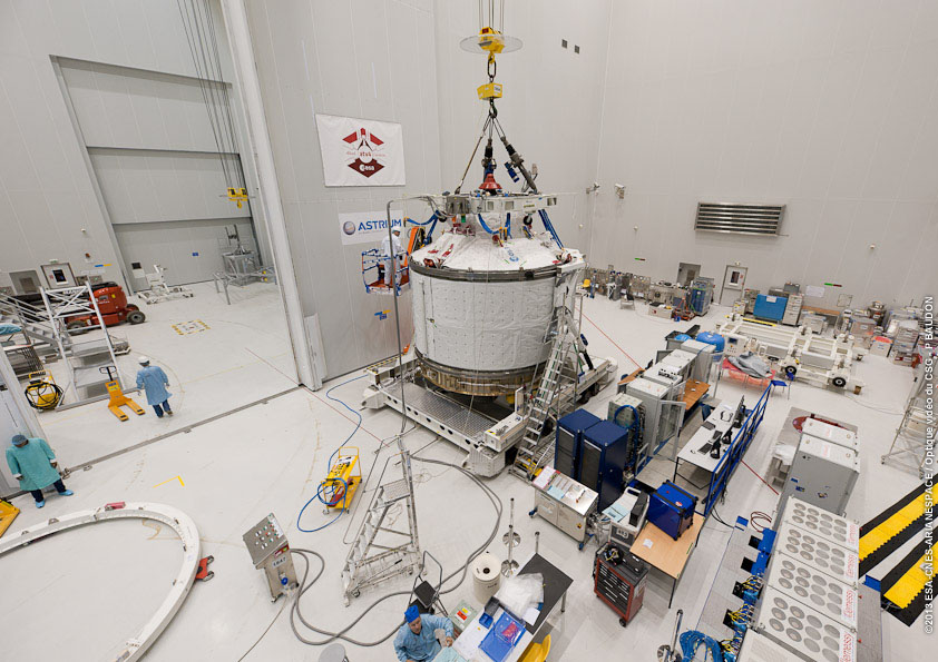 Space in Images - 2013 - 01 - ATV-4 ready to be lifted