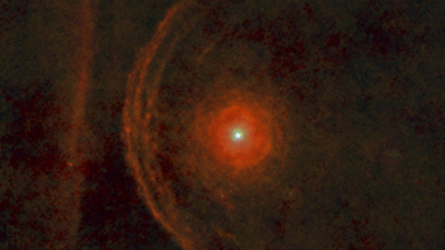 Bételgeuse aurait peut-être déjà explosé... - Page 3 Betelgeuse_s_enigmatic_environment_node_full_image