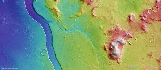 Хотя, не исключено, что Reull Vallis - и не река вовсе.  А столь протяженное и глубокое русло оставил...