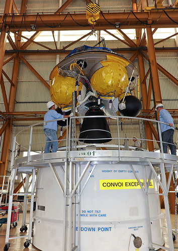 ATV-4 final stage hoisted inside the BIL