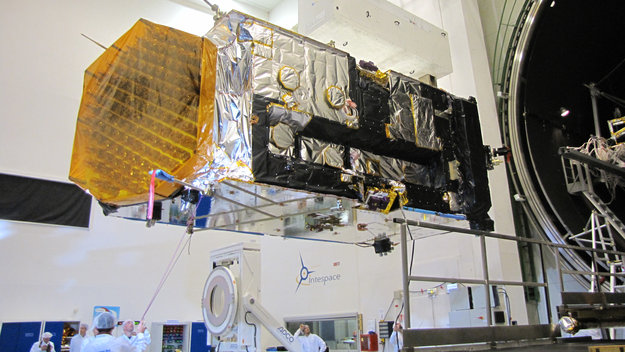 Alphasat is prepared for the thermal–vacuum chamber