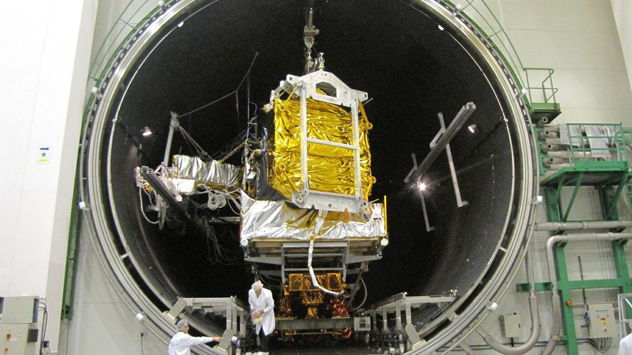 Inside the Intespace Simmer vacuum chamber