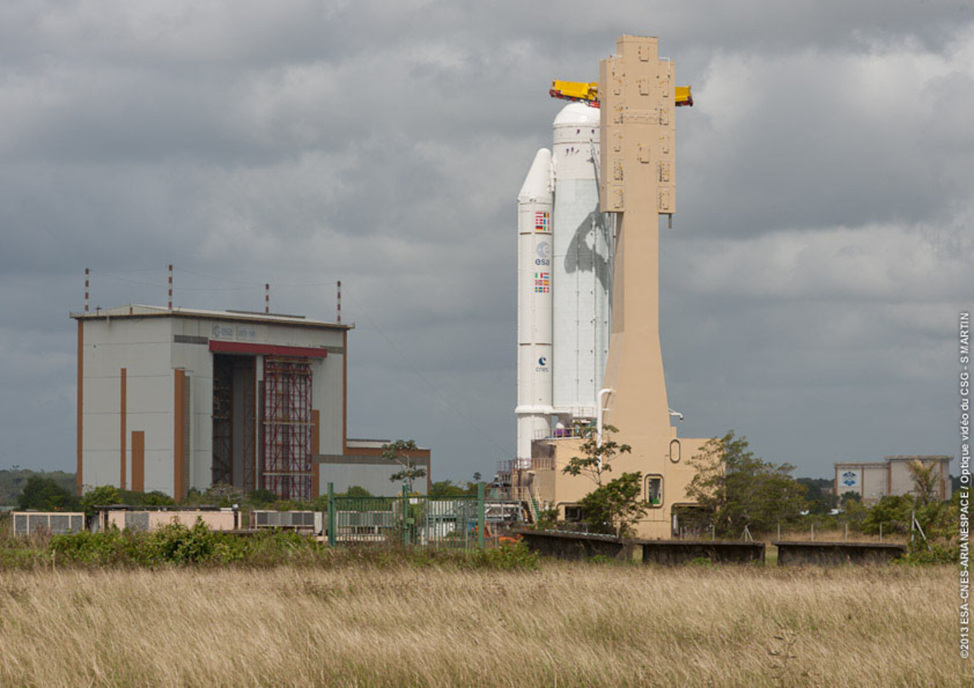 Ariane launcher ready for ATV-4