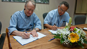 Antonio Fabrizi, ESA Director of Launchers, and Bernard Chemoul, Director of both France's CNES space agency and Guiana Space Centre sign a €438 million contract on 20 March, securing Europe's access to space to 2017.