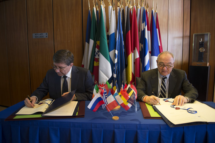 Signing partnership agreement for ExoMars