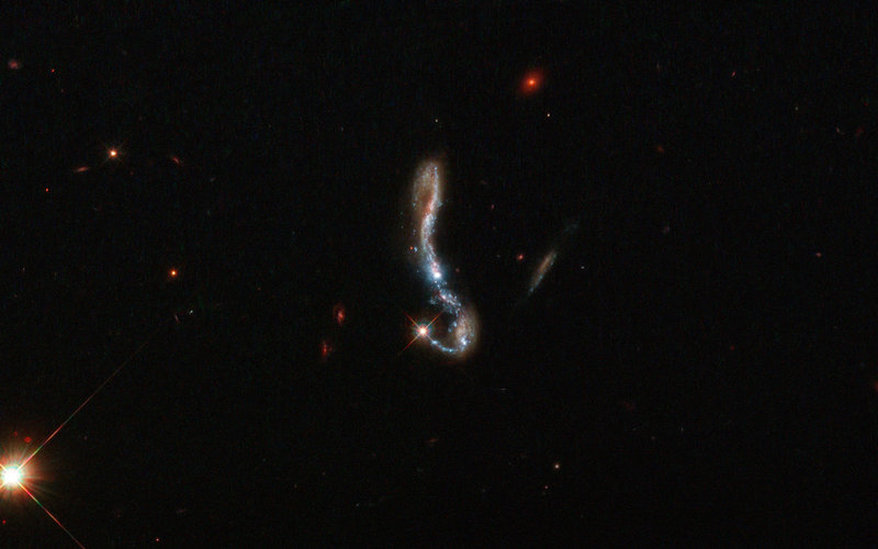 Light and dust in a nearby starburst galaxy