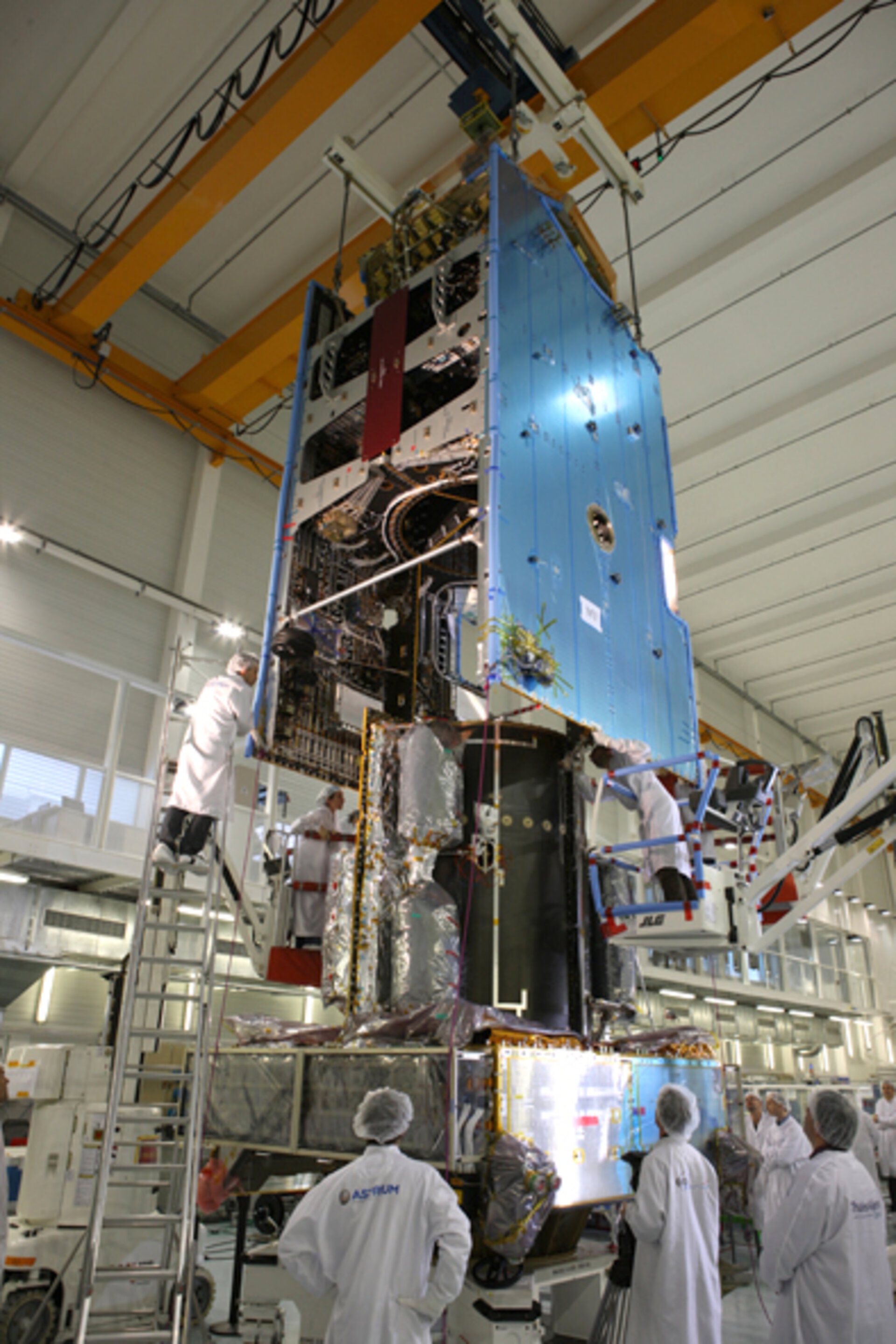 Alphasat mating with Alphabus platform