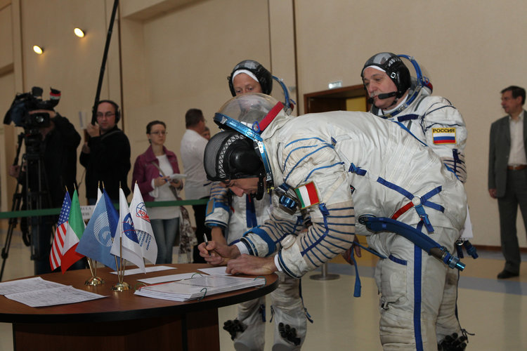 Luca Parmitano signs in for the start of final qualification training