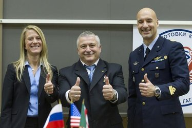 Thumbs up from Expedition 36/37