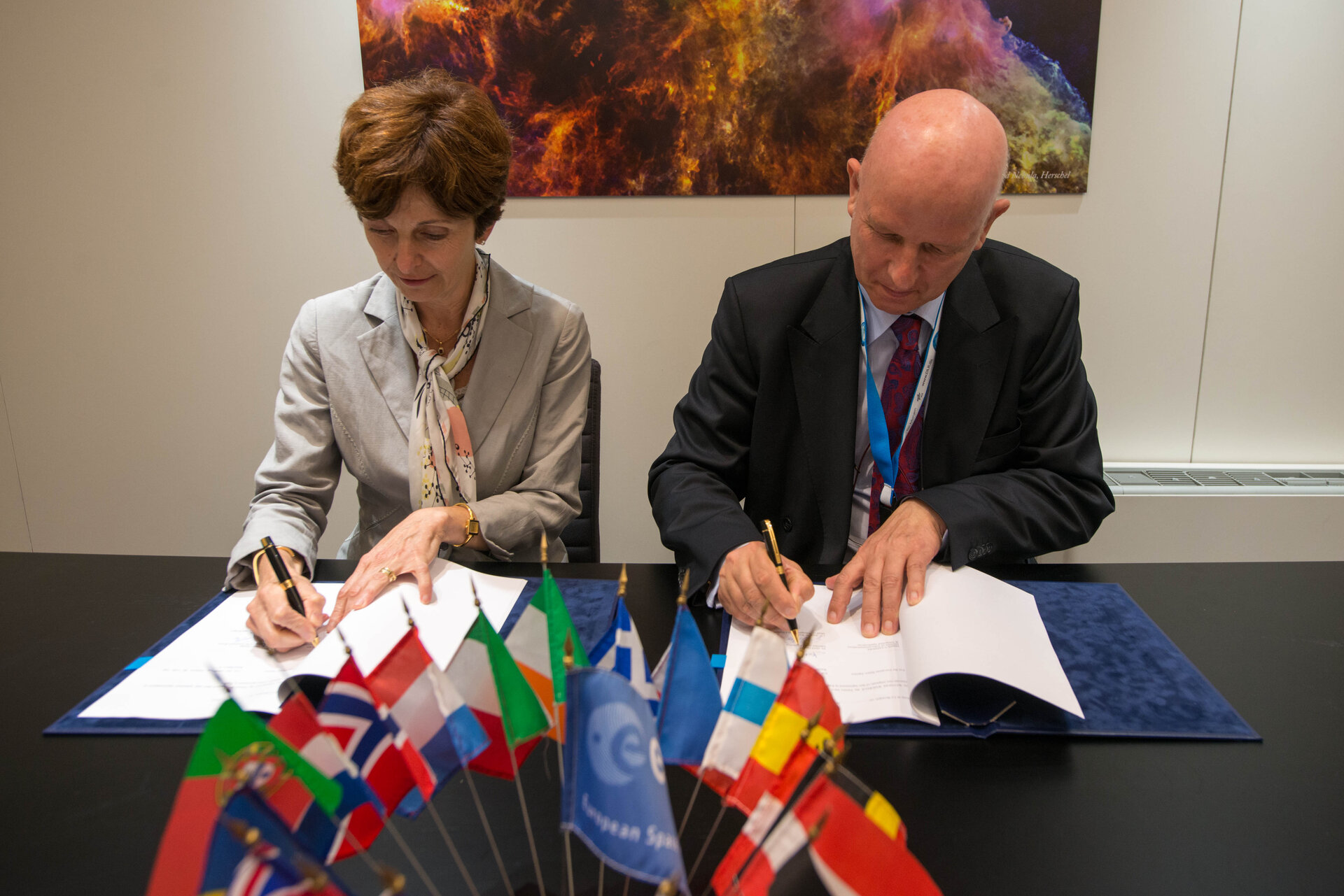 Agreement between ESA and DLR