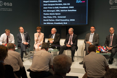 Alphasat partners celebrate project at Le Bourget roundtable